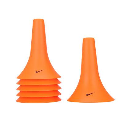 Conos Nike Pylon